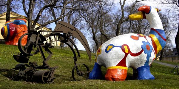 Sculptures de Niki de Saint Phalle et de Jean Tinguely face au musée d'Art Moderne