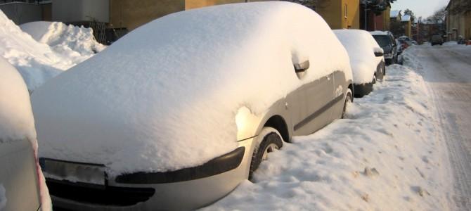 Garer sa voiture : galère et PV de stationnement.