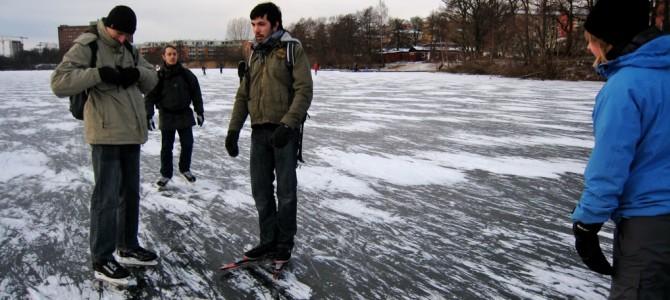 Le grand frisson : faire du patin à glace sur un lac gelé.